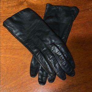 Vintage black aris gloves. Size 6 1/2